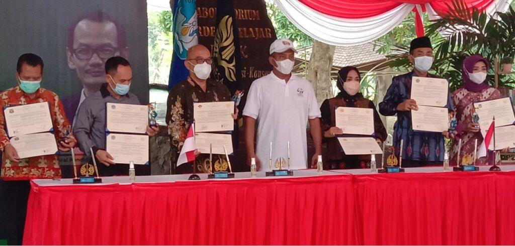 MOU MAN Kota Surabaya dengan UNESA dalam hal Vokasi